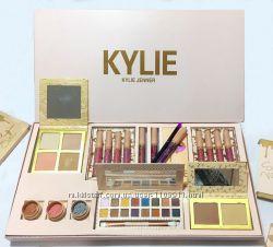 Подарочный набор косметики Kylie Vacation Collection