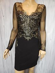 Шикарное вечернее платье с отделкой из кружева