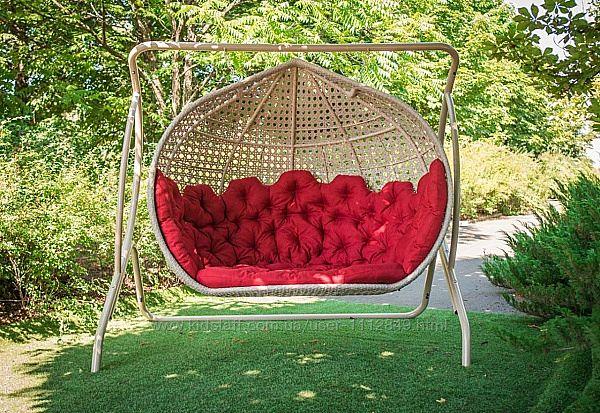 Двухместная качель кресло из плетеного ротанга