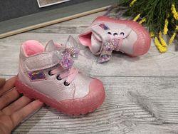 Крутые ботиночки для девочек с защитным носочком.