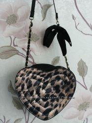 Леопардовая сумочка кросс-боди в форме сердечка