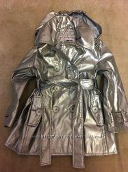 Демисезонный плащ на девочку 2-4 лет Sela модного серебристого цвета