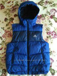 Тёплая жилетка от Adidas 140р