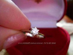 Классическое кольцо с бриллиантом, белое золото. Скидка 10 процентов.