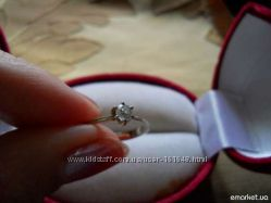 Классическое кольцо с бриллиантом, белое золото.