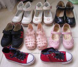 Обувь для девочки 25-26р туфли сандалии кроссовк в очень хорошем состоянии