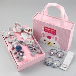 Набор детских заколок. 18 штук в подарочной коробочке.