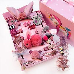 Набор детских заколок. 24 штук в подарочной коробочке.