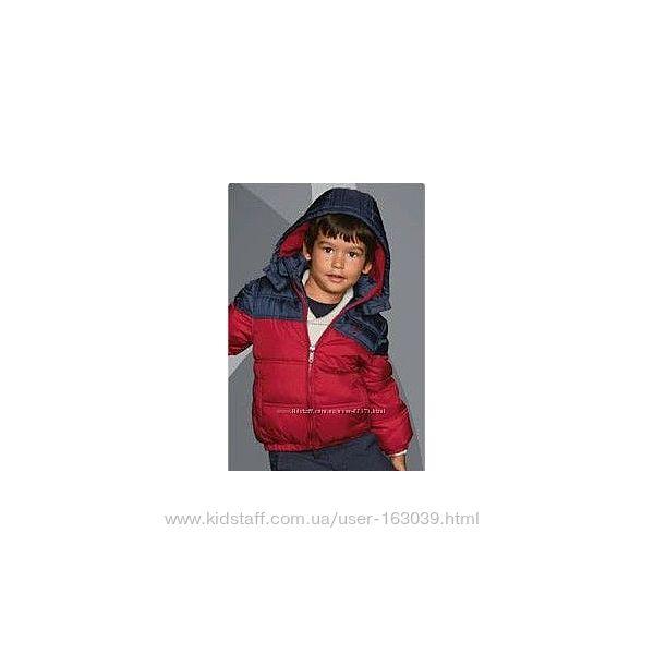 Яркая и практичная курточка для мальчишек с C&A, последний размер  98