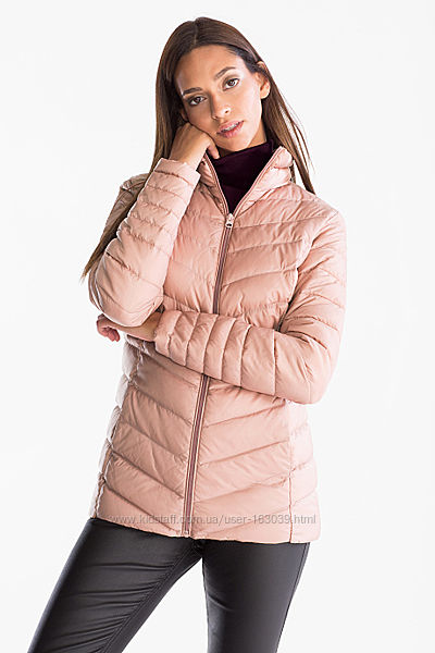 Персиковая легенькая пуховая курточка с сайта C&A в наличии, размер S