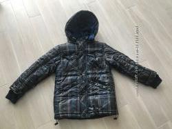 Продам курточку демисезонную темно-синего цвета Bobbogi , на рукаве резинка