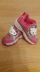 Продам кросівки з Hello  Kitty