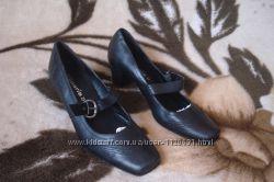 41 р. 27, 5 см. фирменные классические кожаные туфли Tamaris