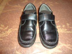 Кожанные туфли для мальчика. Состояние новых. 32р