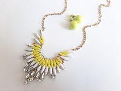 Стильне кольє та сережки жовтий білий набір прикрас комплект біжутерії
