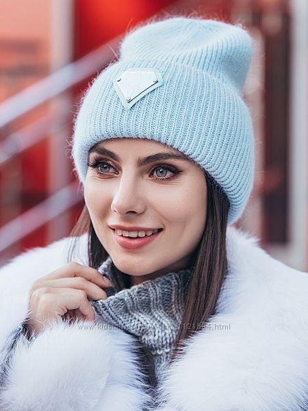 Теплая женская двойная шапка колпак с нашивкой на подвороте голубой, лиловый