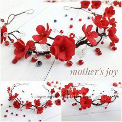 Віночок з червоними квітами