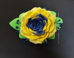 Заколка ручная работа сине-жолтая роза  патриотическая из фоамирана