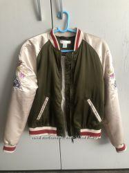 Бомбер куртка