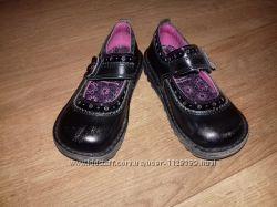 Лакові туфлі kikcers 28