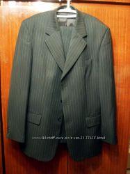легкий мужской деловой костюм