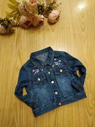 Красивый джинсовый пиджак  с вышивкой