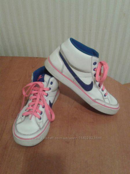 Белоснежные  кроссовочки-хайтопы  Nike