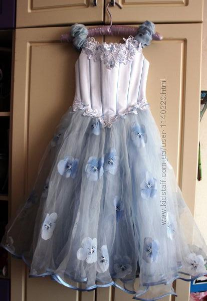 Нарядное платье на выпуск на 5-6 лет.