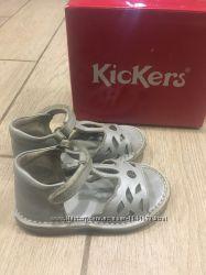 Босоножки KicKers