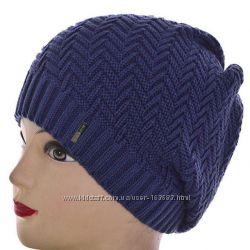 Вязаная женская шапка в разных цветах