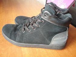 Ботинки замшевые UGG, 25 см