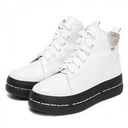 Ботинки кожаные белые деми 024-10