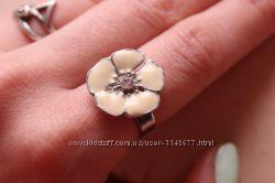 Кольцо с цветком эмаль
