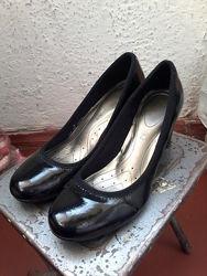 Зручні лакові туфлі Insolia. Незначні нюанси.