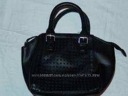 Маленькая сумочка от Atmosphere, можно во внутрь сумки или как косметичку