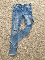 Стильные джинсы размер S Reserved