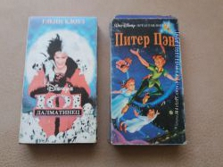 Две видеокассеты с мультфильмами