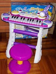 Пианино - синтезатор со стульчиком и микрофоном Я музыкант Limo Toy 7235
