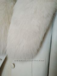 Кожаная куртка с натуральным мехом белого песца, S
