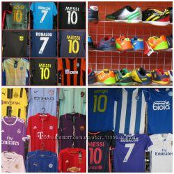 футбольная форма, вратарская, игровая, гетры, перчатки, щитки, мяч, костюм