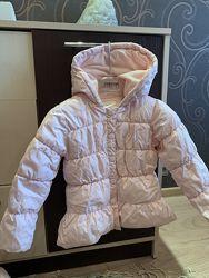 Розовая демисезонная куртка.