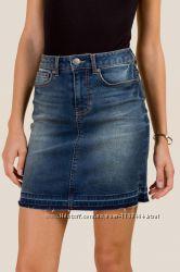 фирменная джинсовая стрейтчевая мини юбка рваный край Dorothy Perkins