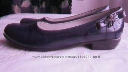 лаковані туфлі для дівчинки