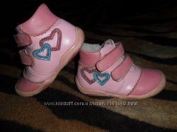 Демисезонные розовые ботинки девочке