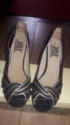 Новые замшевые черные туфли 36-37 р-ра Испания