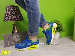 кроссовки синие с вставками ярко желтыми прорезинены легко чистятся все раз