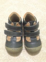 Детские кроссовки размер 23