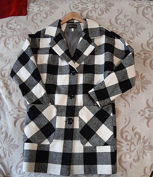 Пальто демисезонное , состояние нового.