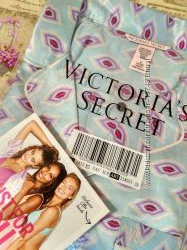 Сатиновая пижама от Victoria&acutes Secret р. M