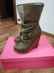 Фірмові чобітки Betsey Johnson 35р.
